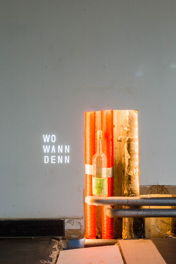 Finnfemfel's bottle and text from SuPe, 2018, LAF Projektraum, Pforzheim (D)
